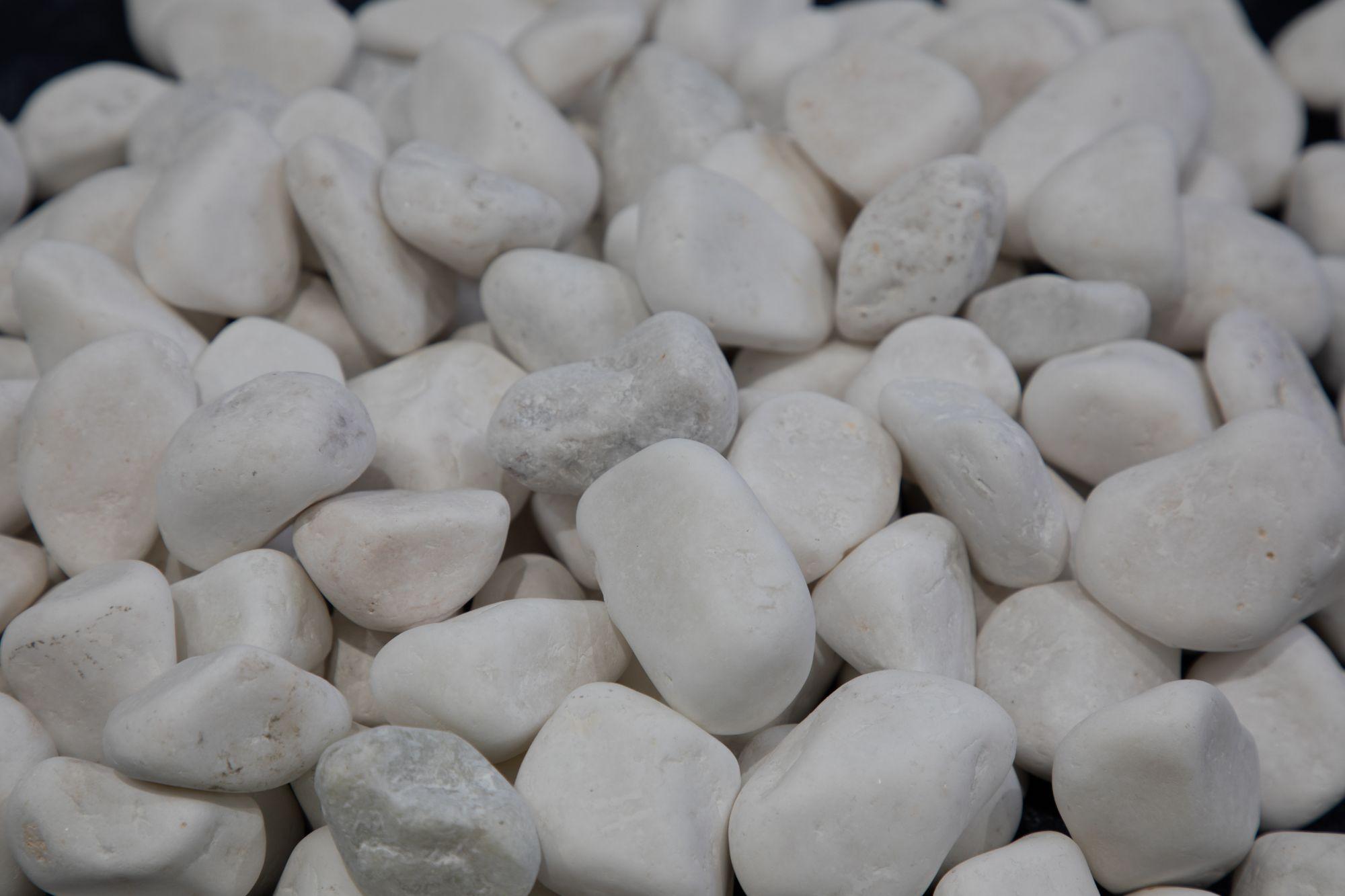 white-pebbels